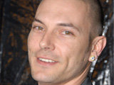 Federline jets to London for Spears tour
