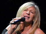 Streisand 'to sell off memorabilia'