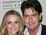 Sheen 'threatened wife with knife'