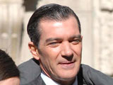 Banderas: 'Sex scenes make me uneasy'