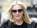 Madonna 'keeps hair long for Ritchie'