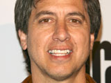 Romano's new sitcom wins critics' praise