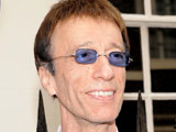 Robin Gibb 'has baby with housekeeper'
