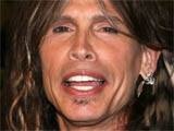 Aerosmith singer serenades shoppers