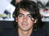 Joe Jonas 'dumps Swift over the phone'