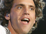 Mika premieres new single 'We Are Golden'