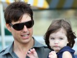 Tom Cruise 'stops Suri wearing make-up'