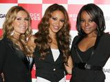 Sugababes 'fly to US to start new album'