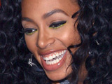 Solange hits fan with microphone stand