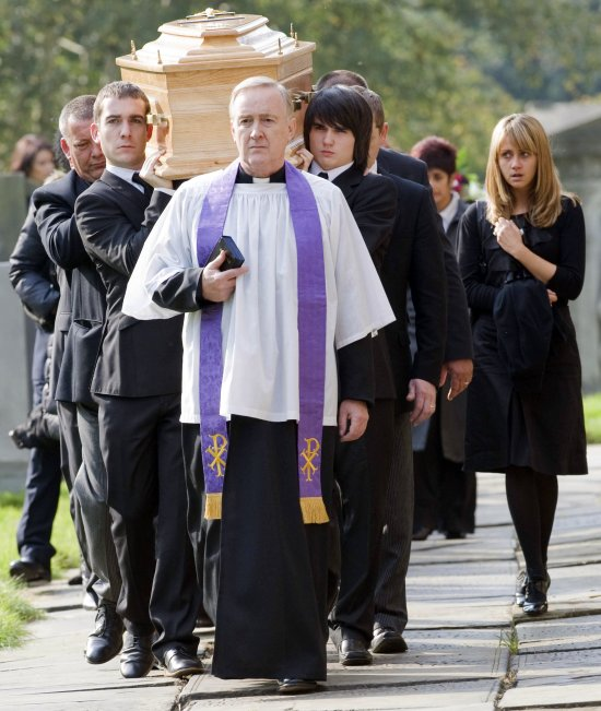 On Location Pictures Of Liam S Funeral In Corrie border=