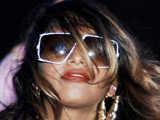 New mom M.I.A. offered bed for Oscar show