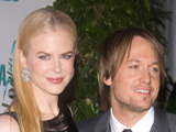 Kidman, Urban sing duet at awards show
