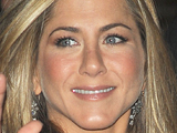 Aniston eyes up Bond girl role