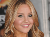 Amanda Bynes to star in 'Easy A'