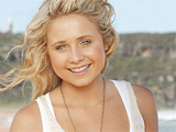 'Home and Away' star planning overseas career
