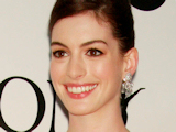 Anne Hathaway 'slays dragon' for prize