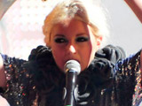 Little Boots 'dumped Oasis for Blur'