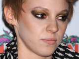 La Roux 'not bothered' by new single