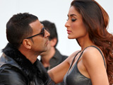 Khan, Kapoor break kissing records