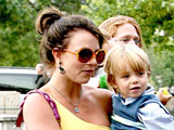 Spears 'wants full custody of sons'