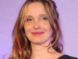 Julie Delpy: 'I love breast feeding'