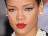 Rihanna dad 'disapproves of topless pic'