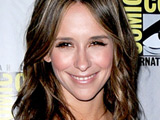 Jennifer Love Hewitt launching comic