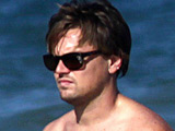 DiCaprio 'struggling to give up smoking'