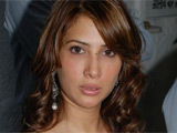 Actress Kim Sharma 'turns vegetarian'
