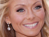 Kelly Ripa: 'I'm representing small girls'