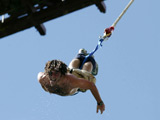 Man survives failed bungee jump