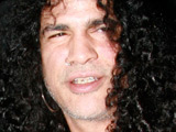 Slash 'signs new solo record deal'