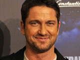 Gerard Butler jets in for Aniston bash