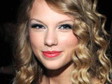Swift wins five American Music Awards