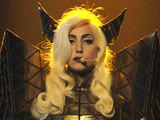 Lady GaGa to buy Grammy duet piano