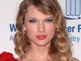 Taylor Swift 'spends $2m on new apartment'