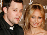 Nicole Richie unveils engagement ring
