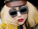 Lady GaGa postpones UK live dates
