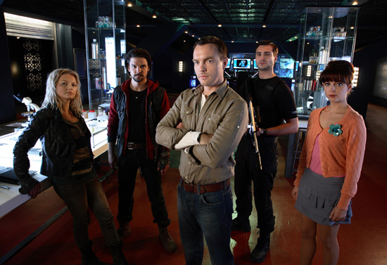 http://images.digitalspy.co.uk/10/25/550w_tv_primeval_series_4_cast.jpg