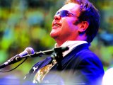 "Everett criticises ""overwhelming"" Elton"